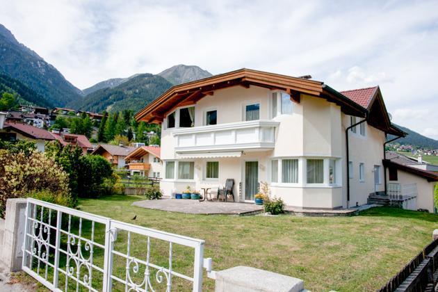 Appartmenthaus Daniela Südseite mit Terrasse und Garten